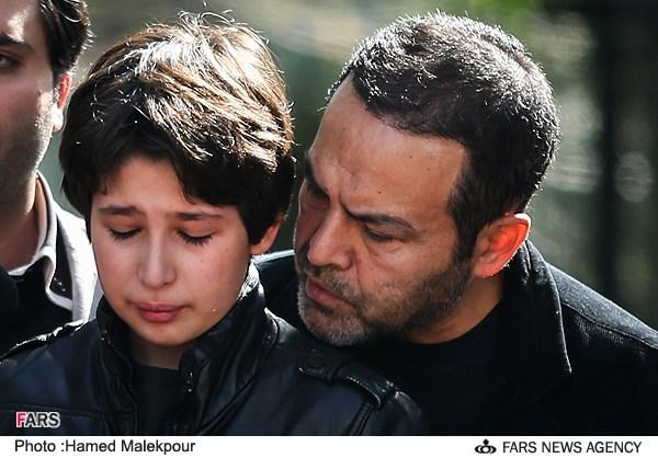 پسر عسل بدیعی در تشییع مادرش+عکس